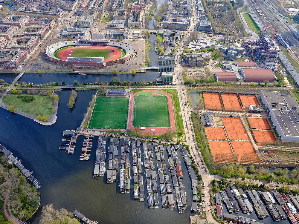 Nederland, Noord-Holland, Amsterdam; 16-04-2021; Zuidas, IJsbaanpad en omgeving: Sportpark De Schinkel (midden), tennisvelden van A.L.T.C. D.D.V. (rechts). Boven het midden Olympisch Stadion, Burgerweeshuis, Sporthallen Zuid<br /> Zuidas, IJsbaanpad and surroundings: Sportpark De Schinkel (center), tennis courts of A.L.T.C. D.D.V. (right). Above the middle Olympic Stadium, Burgerweeshuis, Sporthallen Zuid<br /> luchtfoto (toeslag op standard tarieven);<br /> aerial photo (additional fee required)<br /> copyright © 2021 foto/photo Siebe Swart