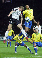 Fotball<br /> Privatlandskamp<br /> Tyskland v Brasil<br /> Berlin<br /> 8. september 2004<br /> Foto: Digitalsport<br /> NORWAY ONLY<br /> Robert HUTH, Tyskland,  ADRIANO, Brasil