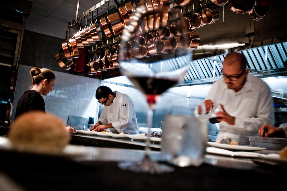 """The Kitchen at Brooklyn Fare..Chef César Ramirez cooking in front of dinner guests at the Brooklyn restaurant """"The Kitchen at Brooklyn Fare""""....Photographer: Chris Maluszynski /MOMENT"""