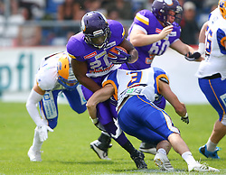 19.06.2016, FAC Stadion, Wien, AUT, AFL, AFC Vienna Vikings vs Projekt Spielberg Graz Giants, im Bild Islaam Amadu (Vienna Vikings) und Florian Probst (Projekt Spielberg Graz Giants, LB, #3) // during the AFL game between AFC Vienna Vikings vs Projekt Spielberg Graz Giants at the FAC Stadion, Vienna, Austria on 2016/06/19. EXPA Pictures © 2016, PhotoCredit: EXPA/ Thomas Haumer