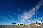 Peter Borenstadt tijdens de derde racedag. In Battle Mountain (Nevada) wordt ieder jaar de World Human Powered Speed Challenge gehouden. Tijdens deze wedstrijd wordt geprobeerd zo hard mogelijk te fietsen op pure menskracht. De deelnemers bestaan zowel uit teams van universiteiten als uit hobbyisten. Met de gestroomlijnde fietsen willen ze laten zien wat mogelijk is met menskracht.<br /> <br /> In Battle Mountain (Nevada) each year the World Human Powered Speed ??Challenge is held. During this race they try to ride on pure manpower as hard as possible.The participants consist of both teams from universities and from hobbyists. With the sleek bikes they want to show what is possible with human power.