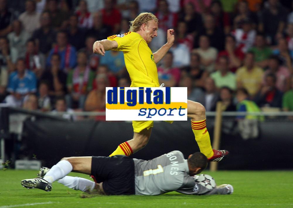 Photo: Chris Ratcliffe.<br /> PSV Eindhoven v Liverpool. UEFA Champions League, Group C. 12/09/2006.<br /> Dirk Kuijt of Liverpool is foiled by Gomes of PSV Eindhoven.