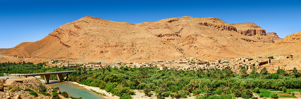 The river Ziz cutting its way through a Gorge in the Atlas Mountains, Morocco