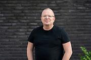 RoddelPraat, een wekelijks online programma op YouTube. Het programma focust zich op de actualiteiten in de amusementswereld. De presentatie wordt verzorgd door Dennis Schouten en Jan Roos. FOTO: Brunopress/Patrick van Emst<br /> <br /> Op de foto:  Jan Roos