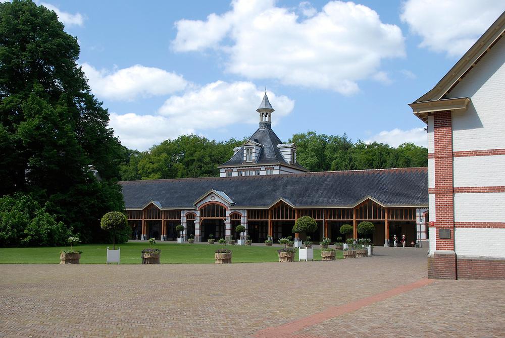 het Loo, 20  mei  2008.paleis het Loo, bij Apeldoorn.met de tuinen en beukenhaaggebouw..Foto: (c) Renee Teunis