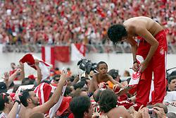 Fernandão e a equipe do Internacional, campeã do mundial interclubes da FIFA comemora com a sua torcida em Porto Alegre. FOTO: Jefferson Bernardes/Preview.com