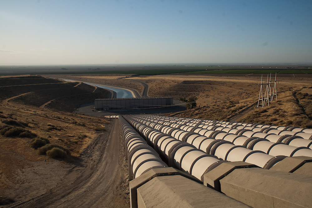 The Teerink pumping station of the California State Water Project near the grapevine in Southern California.  August 5, 2009.