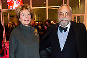 Premiere van de Opera La Cenerentola in het Nationale Opera & Ballet, Amsterdam.<br /> <br /> op de foto:  Neelie Kroes en Oscar Hammerstein