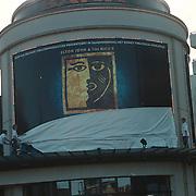 Laatste voorstelling Elisabeth, verwijderen doek ophangen doek Aida