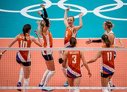 16-08-2016 BRA: Olympic Games day 11, Rio de Janeiro<br /> De Nederlandse volleybalsters staan in de olympische halve finales. In een overtuigende wedstrijd, waarin alleen de derde set werd verloren, was Oranje te sterk voor Zuid-Korea: 25-19, 25-14, 23-25 en 25-20. / Anne Buijs #11, Judith Pietersen #8, Yvon Belien #3, Laura Dijkema #14, Lonneke Sloetjes #10, Debby Stam-Pilon #16