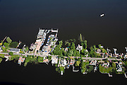 Nederland, Noord-Holland, Gemeente Wijdemeren, 25-05-2010. Oud-Loosdrecht, Loosdrechtsche Plassen, villa's en jachthaven, stacaravans en huisjes.Villas and marina, homes and cottages.luchtfoto (toeslag), aerial photo (additional fee required).foto/photo Siebe Swart