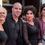 NLD/Amsterdam/20140422 - Premiere The Amazing Spiderman 2, Andy van der Meyde en partner Melisa Schaufeli, moeder Agnes en schoonmoeder