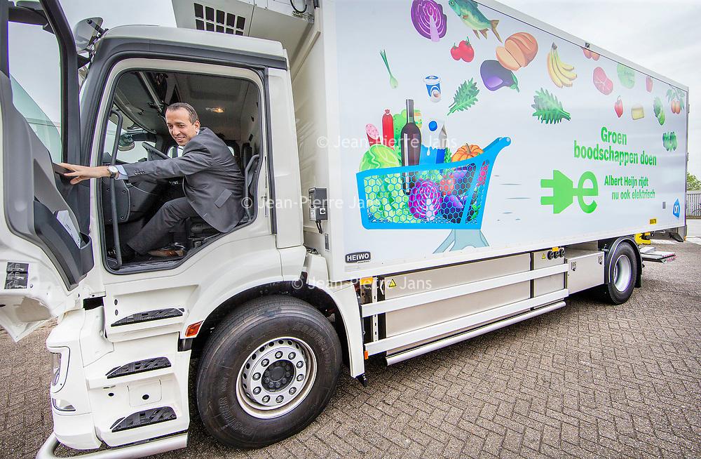 Nederland, Zaandam, 15 mei 2017.<br /> Ingebruikname eerste e-trucks voor Albert Heijn.<br /> De Amsterdamse wethouder Abdeluheb Choho, wethouder Duurzaamheid neemt de eerste van de twee e-trucks in gebruik die Albert Heijn-supermarkten in Amsterdam gaan bevoorraden.<br /> <br /> Foto: Jean-Pierre Jans<br /> <br /> The Netherlands, Zaandam, May 15, 2017. <br /> Commissioning of the first e-trucks for supermarket chain Albert Heijn. <br /> Photo: Jean-Pierre Jans