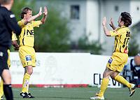 Fotball<br /> Adeccoligaen<br /> 05.06.2006<br /> Pors Grenland v Bodø/Glimt 1-2<br /> Foto: Morten Olsen, Digitalsport<br /> <br /> 1-0 til Glimt. Runar Beg (tv) gratuleres av Stig Johansen