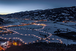 THEMENBILD - der mit Schnee-bedeckte Ort Kaprun in der Dämmerung, aufgenommen am 22. Januar 2019 in Kaprun, Oesterreich // the snow-covered village of Kaprun in the twilight in Kaprun, Austria on 2019/01/22. EXPA Pictures © 2019, PhotoCredit: EXPA/ JFK