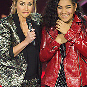 NLD/Hilversum /20131213 - Halve finale The Voice of Holland 2013, presentatrice Wendy van Dijk en Cheyenne Toney
