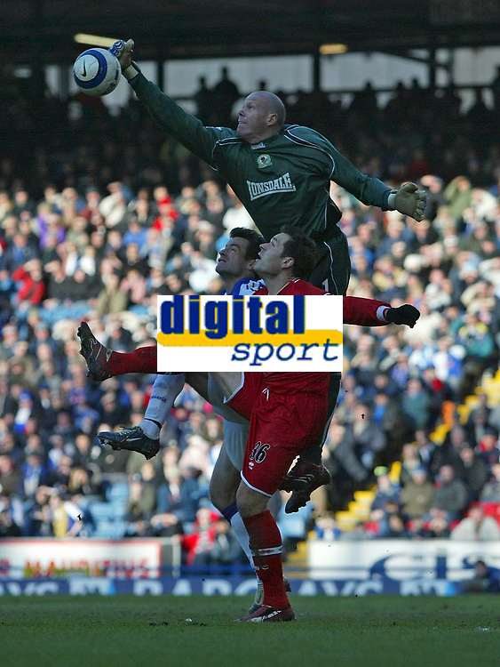 Photo: Andrew Unwin.<br />Blackburn Rovers v Middlesbrough. The Barclays Premiership. 18/03/2006.<br />Blackburn's goalkeeper, Brad Friedel, jumps above Middlesbrough's Mark Viduka to punch the ball clear.
