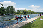 """Henley on Thames, United Kingdom, 21st June 2018, Thursday, Training day before the start of  """"Henley Women's Regatta"""", [Thursday,  view, Oxford Brookes University Light Women, remove their, Quad Scull, boat from the water, Henley Reach, River Thames, England, © Peter SPURRIER/Alamy Live News"""
