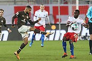 Fussball: 2. Bundesliga, FC St. Pauli - Hamburger SV, Hamburg, 01.03.2021<br /> Daniel-Kofi Kyereh (Pauli, l.) - Stephan Ambosius (HSV)<br /> © Torsten Helmke