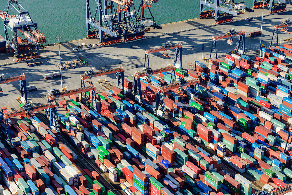 Nederland, Zuid-Holland, Rotterdam, 23-10-2013; Maasvlakte met Euromax Terminal Rotterdam aan de Yangtzehaven.<br /> De terminal van European Container Terminals (ECT) is een automatische terminal  Automatisch Gestuurde Voertuigen (AGV's) .<br /> Maasvlakte with Euromax Terminal Rotterdam and Yangtzehaven. The terminal of European Container Terminals (ECT) is an automatic terminal with Automated Guided Vehicles (AGVs). <br /> luchtfoto (toeslag op standard tarieven);<br /> aerial photo (additional fee required);<br /> copyright foto/photo Siebe Swart
