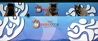 GEPA-0606081276 - GENF,SCHWEIZ,06.JUN.08 - FUSSBALL - UEFA Europameisterschaft, Vorbereitung auf die EURO 2008, Nationalteam Portugal, Trainingslager in Genf, Abschlusstraining POR. Bild zeigt Kameras auf der Medientribuene.<br />Foto: GEPA pictures/ Walter Luger