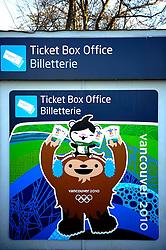 19-02-2010 ALGEMEEN: OLYMPISCHE SPELEN: AROUND OLYMPIC OVAL: VANCOUVER<br /> Banners, vlaggen olympic bergen vliegveld, ticketbox, kaartjes<br /> ©2010-WWW.FOTOHOOGENDOORN.NL