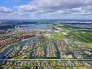 Nederland,Zuid-Holland, Rotterdam; 14–05-2020; stadsdeel Prins Alexander, Vinex-wijk Nesselande. Waterwijk met zelfbouwkavels waarop naar eigen ontwerp en welstandsvrij een woning kan worden gebouwd. Zevenhuizerplas in de achtergrond. Prince Alexander district, Nesselande neighborhood. Waterwijk with self-build plots .<br /> <br /> luchtfoto (toeslag op standaard tarieven);<br /> aerial photo (additional fee required)<br /> copyright © 2020 foto/photo Siebe Swart