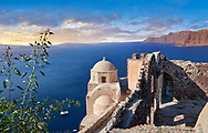 Byzantine chapel, Oia (Ia) Thira Island, Santorini, Greece .<br /> <br /> If you prefer to buy from our ALAMY PHOTO LIBRARY  Collection visit : https://www.alamy.com/portfolio/paul-williams-funkystock/santorini-greece.html<br /> <br /> Visit our PHOTO COLLECTIONS OF GREECE for more photos to download or buy as wall art prints https://funkystock.photoshelter.com/gallery-collection/Pictures-Images-of-Greece-Photos-of-Greek-Historic-Landmark-Sites/C0000w6e8OkknEb8