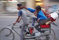 Inde, Rajasthan, Jaipur. Circulation sur M.I. Road. // India, Rajasthan, Jaipur. Traffic on M.I. Road