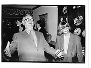 John Gregory Dunne and Joan Didion at a party given for Ben Bradlee by Toni and Jim Goodale. NY> 25 September 1995. © Copyright Photograph by Dafydd Jones 66 Stockwell Park Rd. London SW9 0DA Tel 020 7733 0108 www.dafjones.com