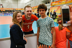 20170525 NED: 2018 FIVB Volleyball World Championship qualification, Koog aan de Zaan<br />Daan van Haarlem (1) of The Netherlands with fans<br />©2017-FotoHoogendoorn.nl / Pim Waslander