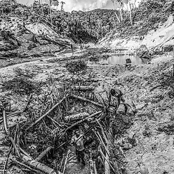 Fea0093883. DT News.Tananarive a mining village near AMBATONDRAZAKA,The Ankeniheny-Zahamena Corridor, Madagascar.Pic Shows miners dig deep  looking for sapphires in the village of Tananarive