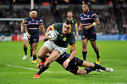 Jesse Kriel of South Africa looks to reach the try-line - Mandatory byline: Patrick Khachfe/JMP - 07966 386802 - 07/10/2015 - RUGBY UNION - The Stadium, Queen Elizabeth Olympic Park - London, England - South Africa v USA - Rugby World Cup 2015 Pool B.