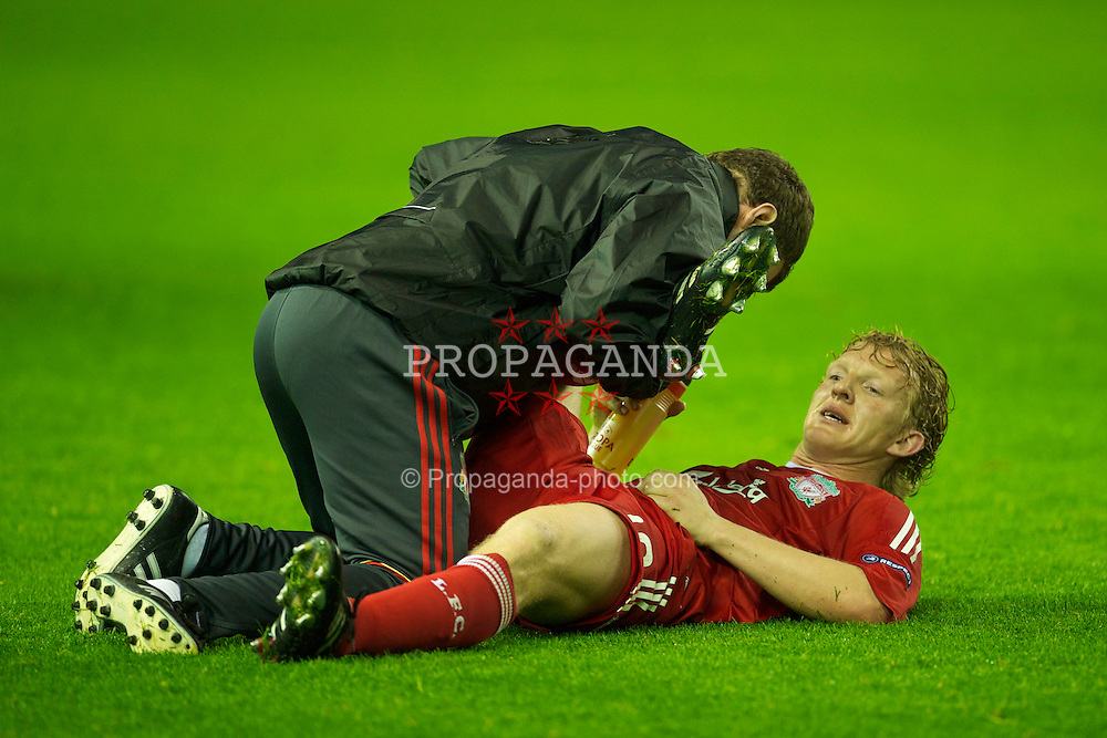 LIVERPOOL, ENGLAND - Thursday, April 29, 2010: Liverpool's Dirk Kuyt receives treatment before extra-time during the UEFA Europa League Semi-Final 2nd Leg match against Club Atletico de Madrid at Anfield. (Photo by: David Rawcliffe/Propaganda)