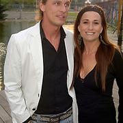 NLD/Amsterdam/20060503 - Herpremiere musical Turks Fruit Amsterdam, Laura Vlasblom en partner Michel Veenman