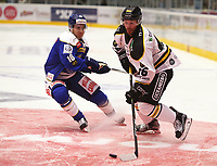 Ishockey , 15. september 2016 , Eliteserien , Get-ligaen , Stavanger Oilers - Sparta<br />Daniel Kisselof Stavanger Oilers in action v Herman Kopperud of Sparta. Foto: Andrew Halseid Budd , Digitalsport