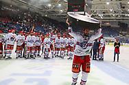 Cyrill Geyer (SCRJ) jubelt mit einem Riesenpuck, nach dem Sieg im siebten Ligaquali Spiel der National League zwischen den SC Rapperswil-Jona Lakers und dem EHC Kloten, am Mittwoch, 25. April 2018, in der Swiss Arena Kloten. (Thomas Oswald)