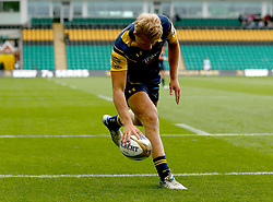 Ollie Allsopp of Worcester Warriors scores a try - Mandatory by-line: Robbie Stephenson/JMP - 29/07/2017 - RUGBY - Franklin's Gardens - Northampton, England - Worcester Warriors v Newcastle Falcons - Singha Premiership Rugby 7s