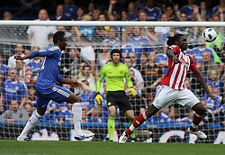 28.08.2010, Stamford Bridge, London, ENG, PL, Chelsea FC vs Stoke City, im Bild Action involving Stoke City's Kenwyne Jones  and Mikel John Obi of Chelsea, EXPA Pictures © 2010, PhotoCredit: EXPA/ IPS/ M. Pozzetti *** ATTENTION *** UK AND FRANCE OUT! / SPORTIDA PHOTO AGENCY