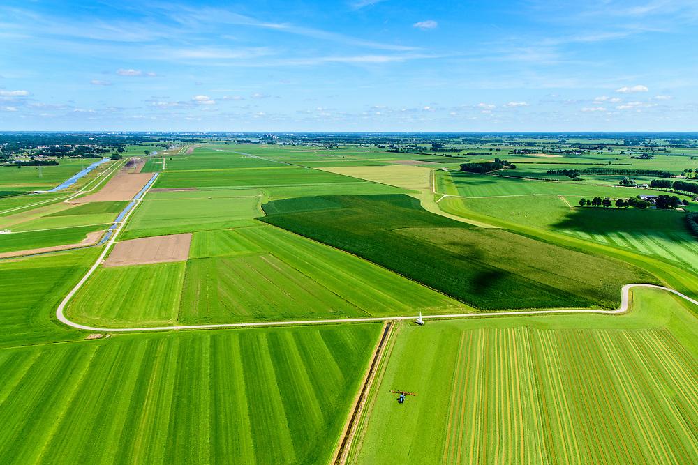 Nederland, Overijssel, Gemeente Heerde, 17-07-2017; hoogwatergeul Veessen - Wapenveld. In het kader van het Programma Ruimte voor de Rivier is de rivierdijk verlaagd en is er een inlaat gemaakt. Het inlaatwerk heeft doorstroomopening bij extreem hoogwater kan de rivier door de hoogwatergeul stromen. `Deze geul bestaat uit twee paralel lopende dijken.<br /> Rural area, west of IJssel,flood gully Veessen-Wapenveld, inlet of the flood channel. The channel has not been excavated but instead two parallel dikes are constructed.<br /> <br /> luchtfoto (toeslag op standard tarieven);<br /> aerial photo (additional fee required);<br /> copyright foto/photo Siebe Swart