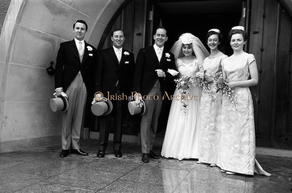 21/04/1964<br /> 04/21/1964<br /> 21 April 1964<br /> Wedding of O'Sullivan - Sturtze at Raheny, Dublin.<br /> Conal O'Sullivan, only son of Mr and Mrs Toddie O'Sullivan, Gresham Hotel Dublin and Miss Vera Sturtze, daughter of Herr and Frau Herman Sturtze of Hamburg and Howth after their marriage at the Church of Our Lady of Divine Grace, Raheny, Co. Dublin. Picture shows the bridal party (l-r): Kevin Duggan, Groomsman; Brian Cubitt, Bestman, Waterville, Co. Kerry; Mr and Mrs Conal O'Sullivan; Mary Hayes, Limerick and Annette Cusack, Bridesmaids.
