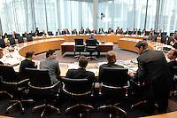 29 MAR 2007, BERLIN/GERMANY:<br /> Uebersicht Anhoerungssaal, vor Beginn der Vernehmung von Otto Schily, SPD, Bundesminister a.D.,durch den 1. Untersuchungsausschuss, dem sog. BND-Untersuchungsausschuss, Anhoerungssaal, Marie-Elisabeth-Lueders-Haus, Deutscher Bundestag<br /> IMAGE: 20070329-01-020<br /> KEYWORDS: Übersicht