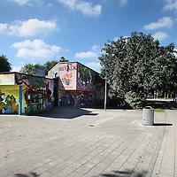 Nederland, Amsterdam , 12 september 2014.<br /> El Mousshine, oftewel de Groene Moskee op de hoek Meeuwenlaan-Valkenweg in Amsterdam Noord, waar een Syrier ganger die onlangs is gesneuveld regelmatig kwam voor zijn vertrek.<br /> Op de foto: Even verderop in de Meeuwenlaan bevindt zich clubhuis de Valk waar de omgekomen Surier strijder voorheen ook regelmatig zijn gezicht liet zien.<br /> Foto:Jean-Pierre Jans