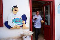 Europe, Grece, Mer Egée, Cyclades, île de Mykonos, ville de Chora, café restaurant // The Chora (Hora), Mykonos island, Cyclades Islands, Greek Islands, Aegean Sea, Greece, Europe