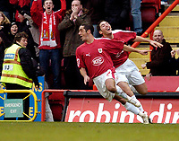 Photo: Leigh Quinnell.<br /> Bristol City v Middlesbrough. The FA Cup. 27/01/2007.<br /> Bradley Orr can't catch Bristol Citys Scott Murray after he scored a goal.