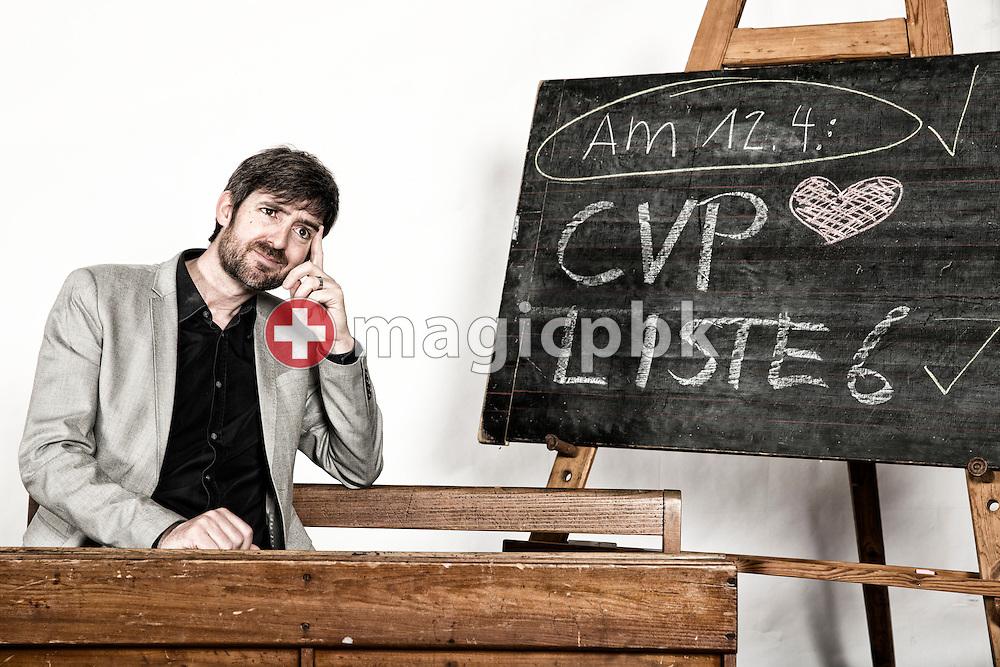 Philipp Kutter, Kandidat CVP Liste 6 des Kanton Zuerich, posiert fuer ein Foto in historischen Schulbaenken am 18. Maerz 2015 in Thalwil. (Photo by Patrick B. Kraemer / MAGICPBK)