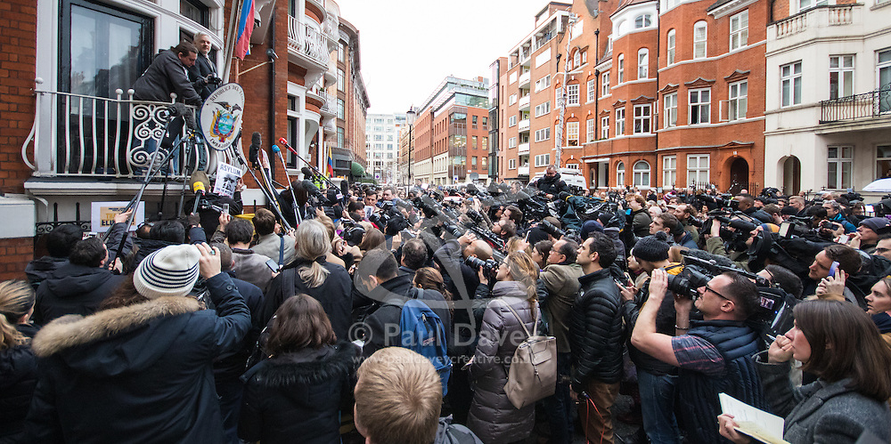 Embassy of Ecuador, Knightsbridge, London, February 5th 2016. Wikileaks founder Julian Assange addresses the world's media from the balcony of the Ecuadorian embassy where he has been claiming political asylum for over three and a half years, after a UN working Group on arbitrary detention ruled he was being unlawfully held. He is resisting attempts by Britain to extradite him to Sweden where he faces questioning in relation to sexual offences.  ///FOR LICENCING CONTACT: paul@pauldaveycreative.co.uk TEL:+44 (0) 7966 016 296 or +44 (0) 20 8969 6875. ©2015 Paul R Davey. All rights reserved.