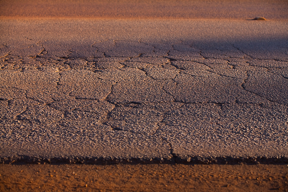 Congonhas_MG, Brasil...Na foto detalhe de asfalto desgastado na BR 040 em Congonhas, Minas Gerais...In the photo detail worn asphalt on BR 040 in Congonhas, Minas Gerais...Foto: LEO DRUMOND / NITRO