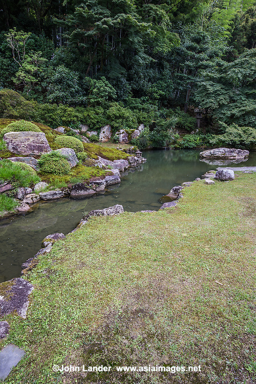The garden of Shoren-in temple is believed to have been designed by Soami during the Muromachi era. The garden on the east side of Sokaden, known as the Garden of Kirishima, was designed by Enshu Kobori. The garden effectively utilises its surrounding natural beauty. To the south of the pond there is a waterfall, Sensin-no-taki, which flows from Mt. Awata. Located at the centre of the pond is a big stone; its shape gives the appearance of the back of a dragon bathing in the pond. Shoren-in temple is one of the five Monzeki temples of the Tendai sect in Kyoto; the head priests at these temples originally belonged to the imperial family.