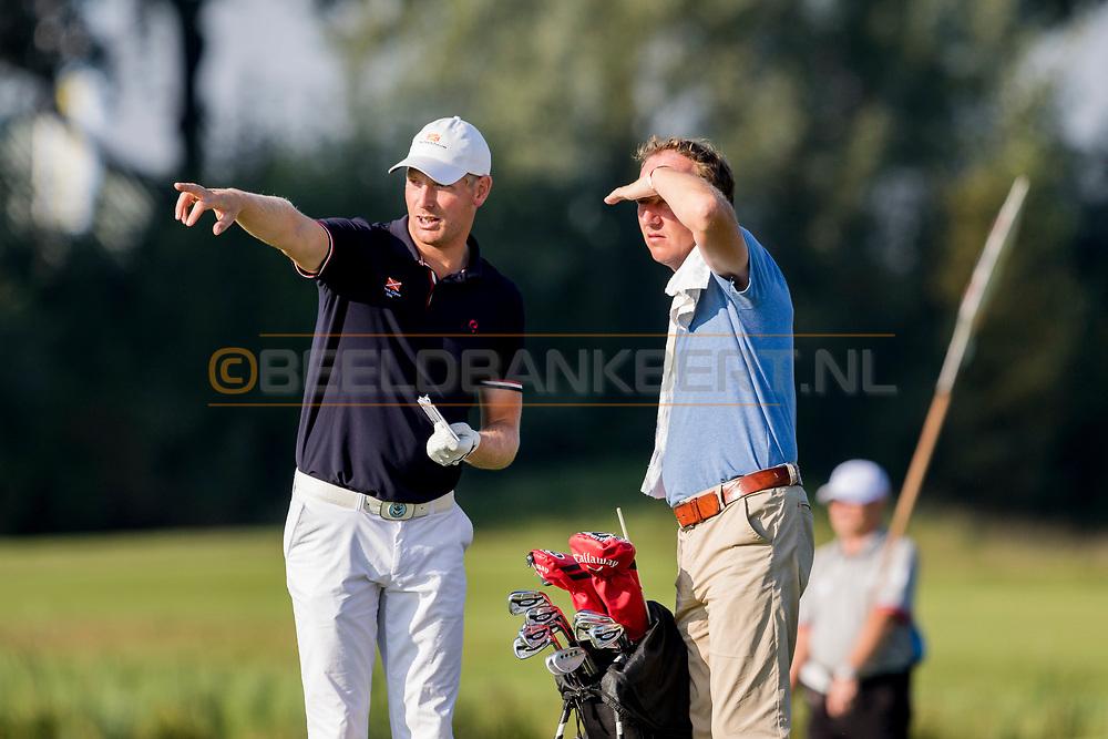 08-09-2016 Foto's van het KLM Open 2016, gespeeld van 8 t/m 11 september 2016 op The Dutch in Spijk. Donderdag:<br />  Foto: Wouter de Vries met zijn tijdelijke caddie Robert Stevens, pro op The Dutch en Made in Scotland man.